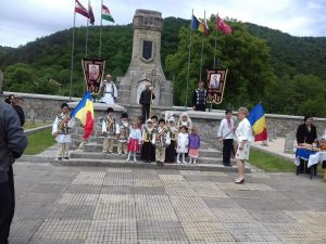 Rares and Maria in front of the War Memorial